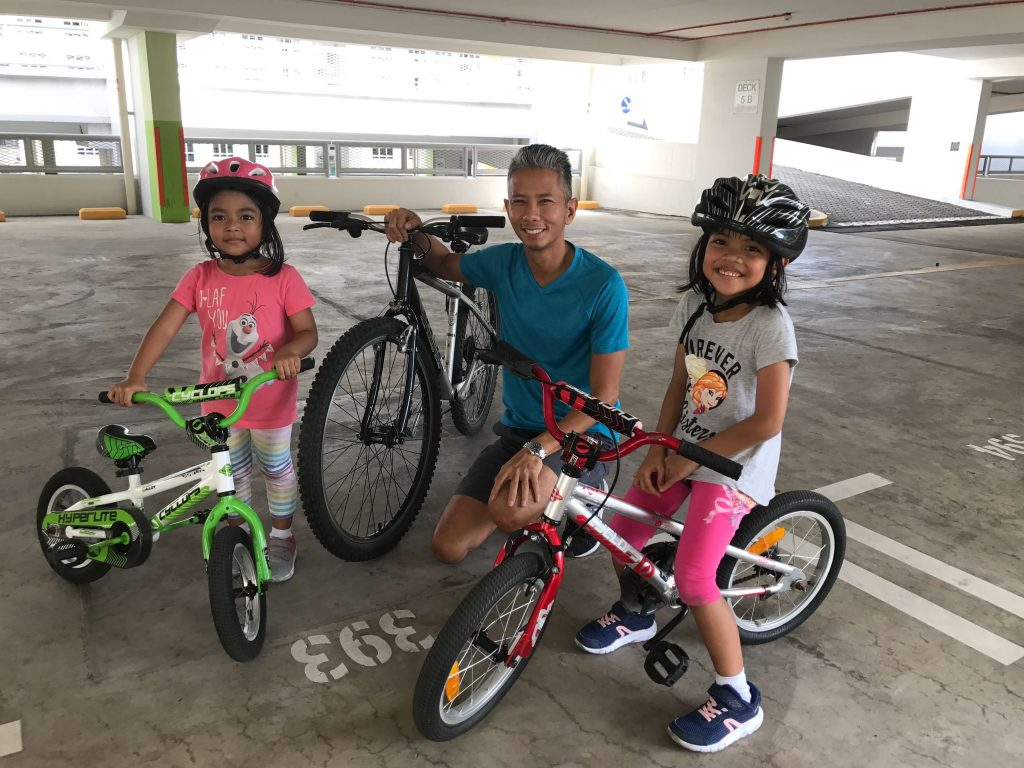 His teaching methods are effective and my two daughters age 4 and 6 were both able to cycle by the second hour.